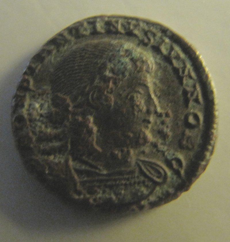 AE3/4 - Gloria Exercitus - Costantino II - Diritto