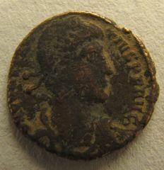 Costanzo II - AE2 soldato che trafigge cavaliere caduto - diritto