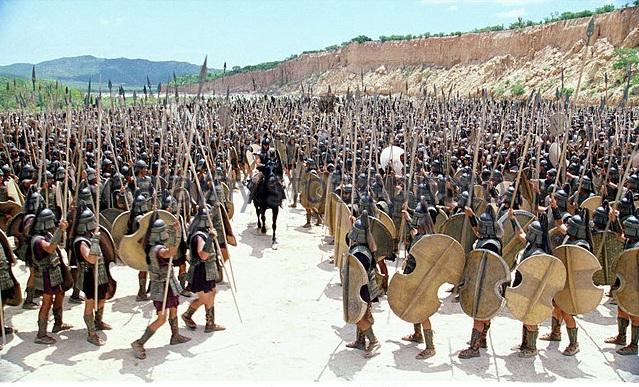 brad-pitt-greek-warriors-troy-2004-bpmm4y.jpg
