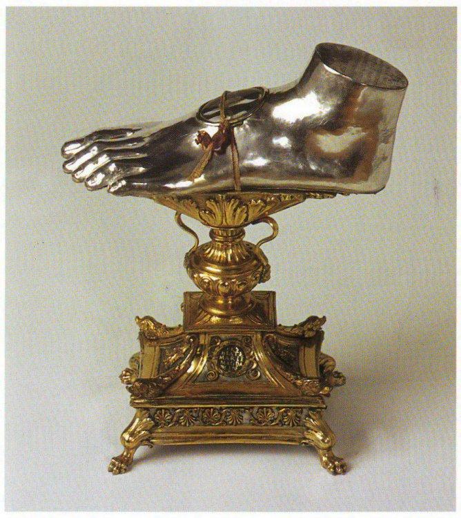 Manufatto rappresentante il piede di Maria Maddalena .jpg