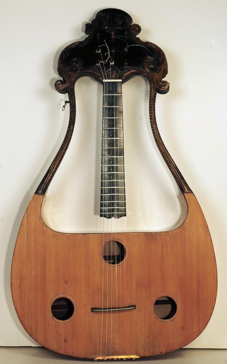chitarralira.jpg.c8432f5a96b5312b371e890c258a4f77.jpg