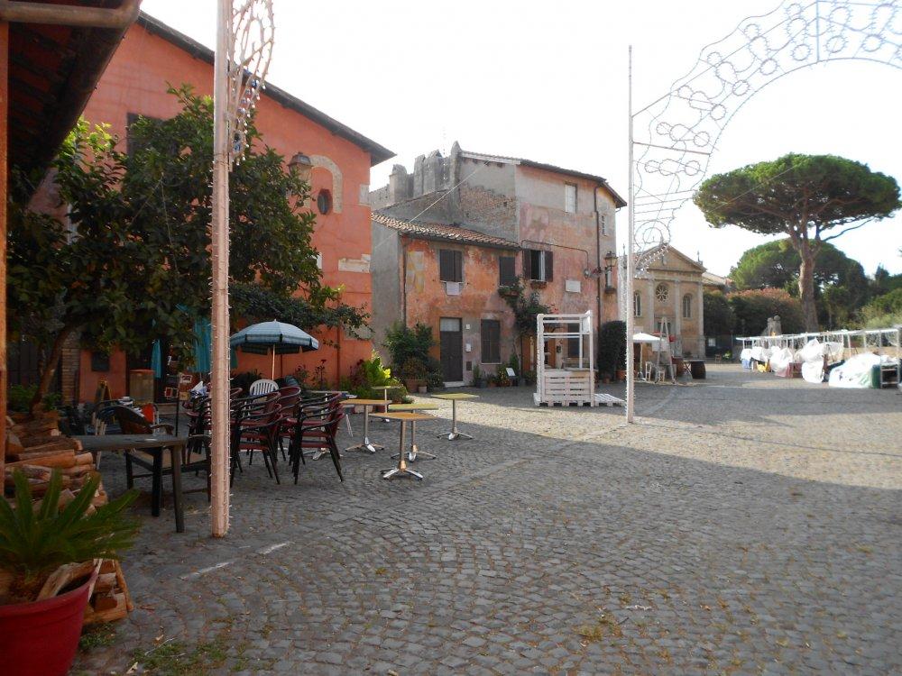 Interno al quartiere del XV secolo , sullo sfondo la Chiesa di Sant' Aurea.JPG