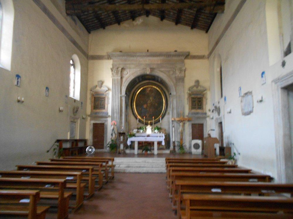 Interno della Chiesa con altare maggiore.JPG