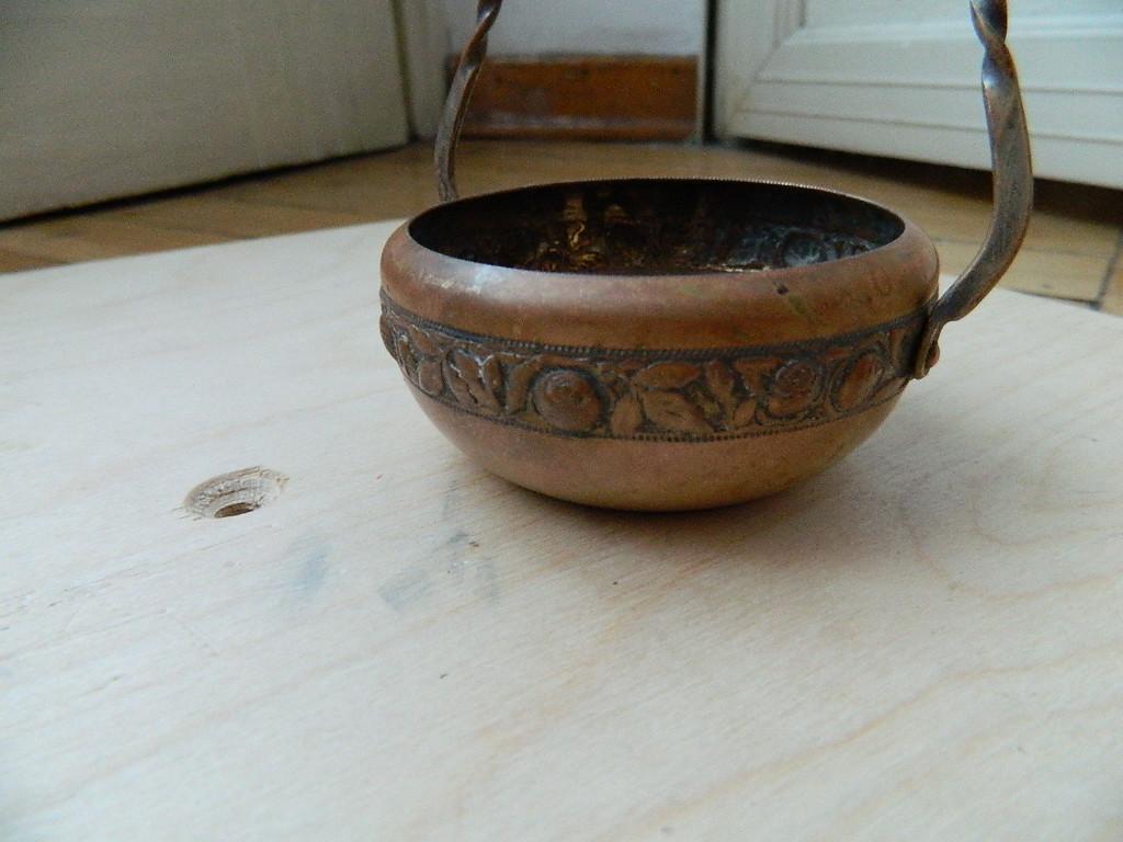 Spille e bottoni piccolo cestello metallo punzonato for Siti di collezionismo