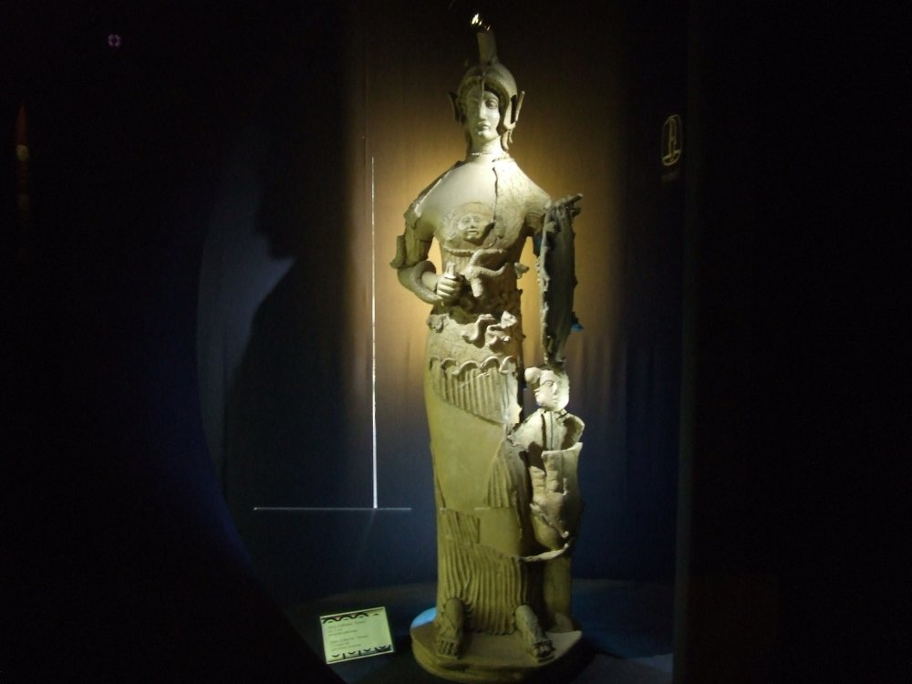 Minerva_Tritonia_-_Terracotta_policroma._V_sec._a.C.-iloveimg-resized.jpg