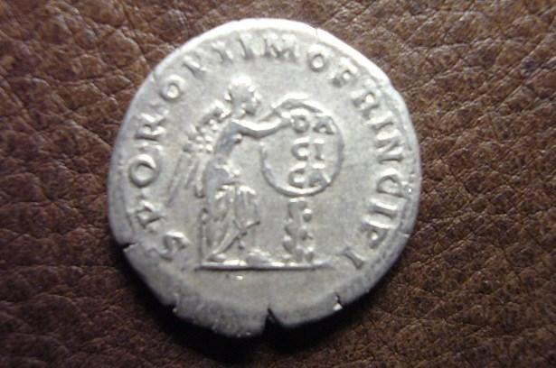 Denario Traiano Vittoria Dacica R Modificato.jpg