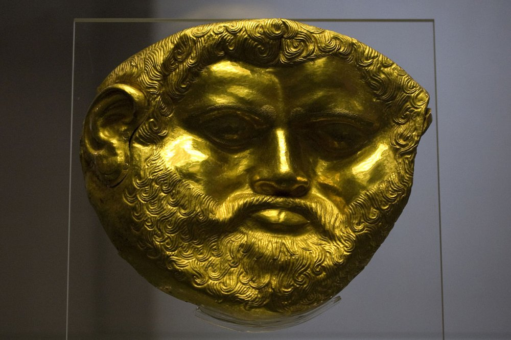 1200px-National_Archaeological_Museum_Sofia_-_Golden_Funeral_Mask_from_the_Svetitsata_Tumulus_(King_Teres_).jpg