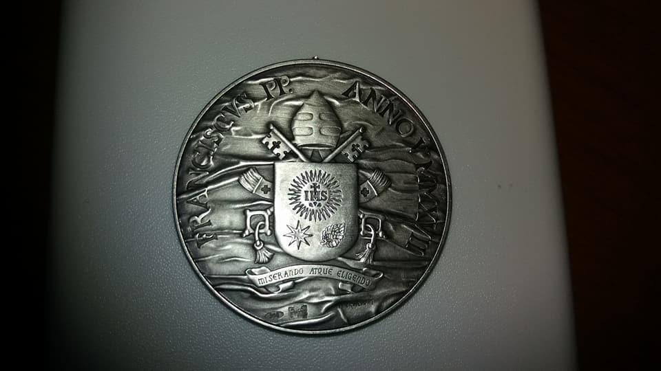 2017 medaglia annuale 986 su 1000, anno V Francesco dritto .jpg