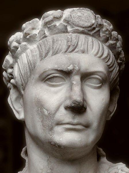 Traianuo , busto in marmo degli ultimi anni.jpg