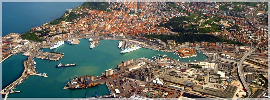 Porto di Ancona , visto dall' alto.2png.jpg