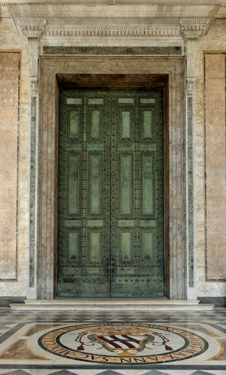 Bronze_doors_San_Giovanni_in_Laterano_2006-09-07.jpg