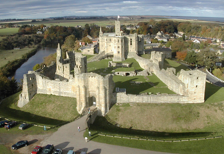 warkworth_castle_panoramic_view_northumberland_coquet_cottages.jpg.6e5489b907b5fb6269bf2162934c83a4.jpg