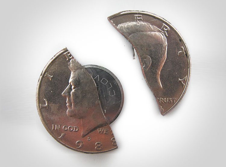 50-cent-piece-hidden-knife-blade-6654_x60407.jpg.f688afd02e94b92ba74fa01793046ec6.jpg