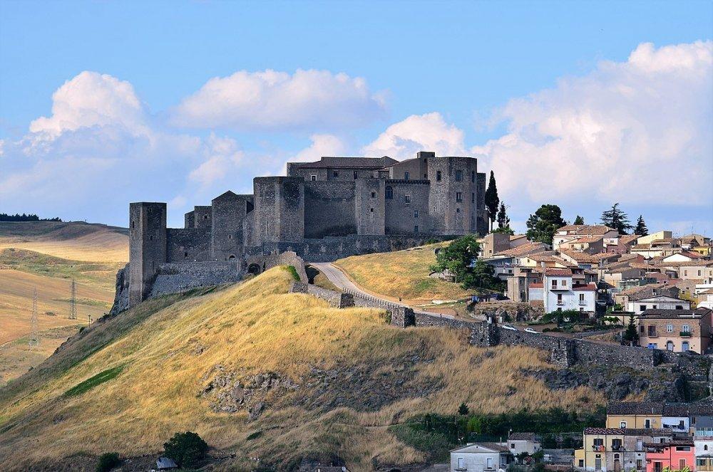 Castello di Melfi.jpg
