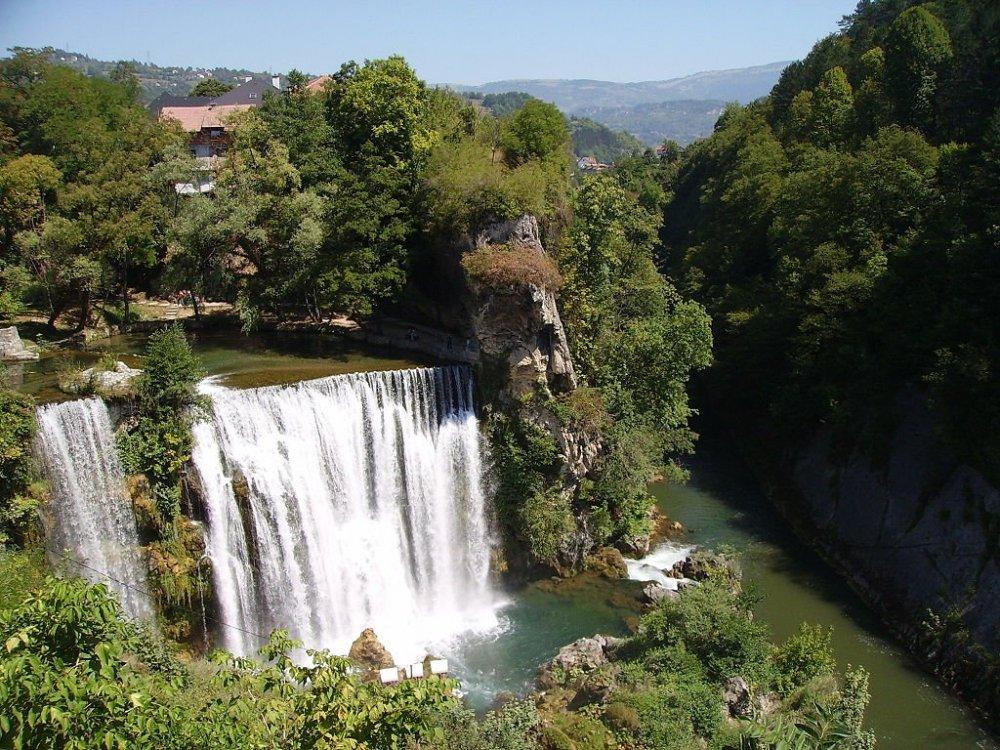 1024px-Jajce_Waterfall_Total.jpg