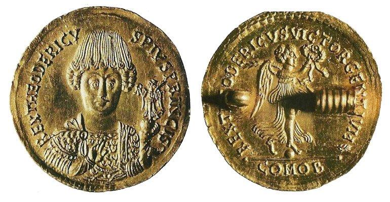 Medaglione-doro-di-Teoderico.jpg
