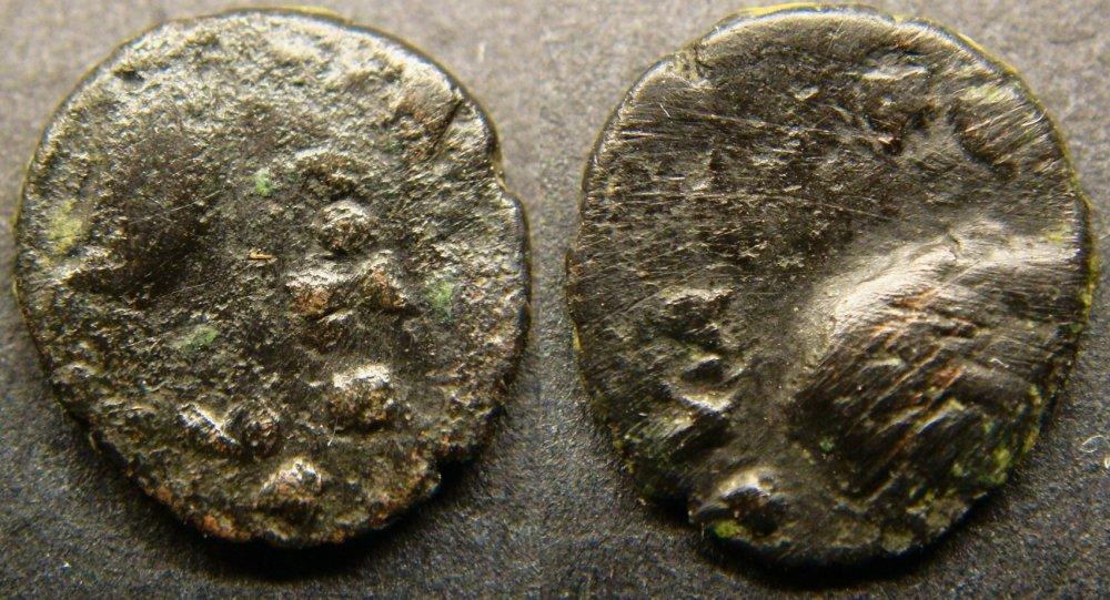 GREEK BRONZE AE COIN VERY INTEREST,0,7 GR.10 MM-.JPG