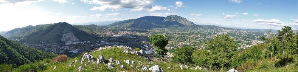 La Valle di Caudio vista da Arpaia.jpg