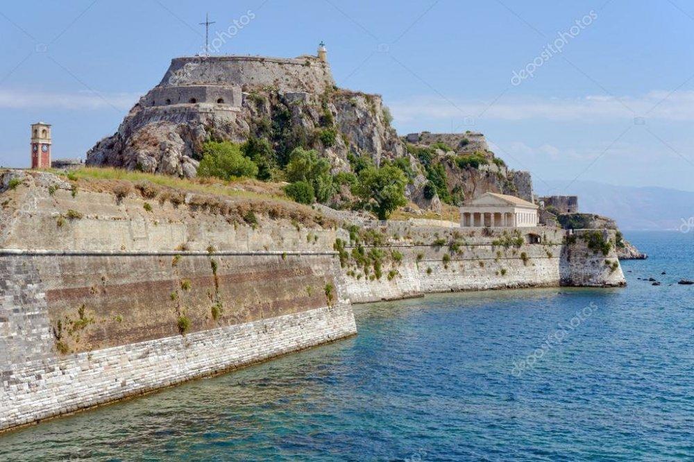 depositphotos_91105662-stock-photo-venetian-fortress-palaio-frourio-in.jpg