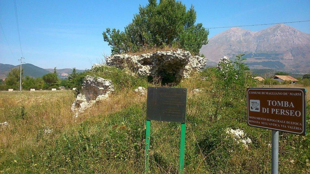 Tomba di Perseo , Re di Macedinia.JPG