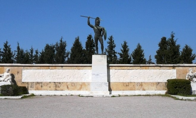 001 monumento a Leonida.jpg