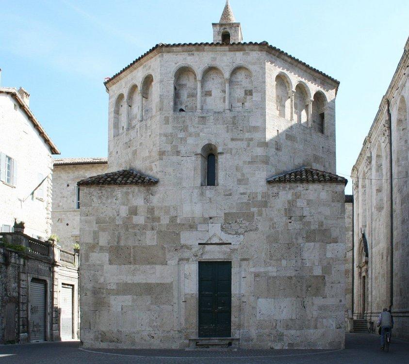 Battistero_di_San_Giovanni_Ascoli_Piceno.jpg