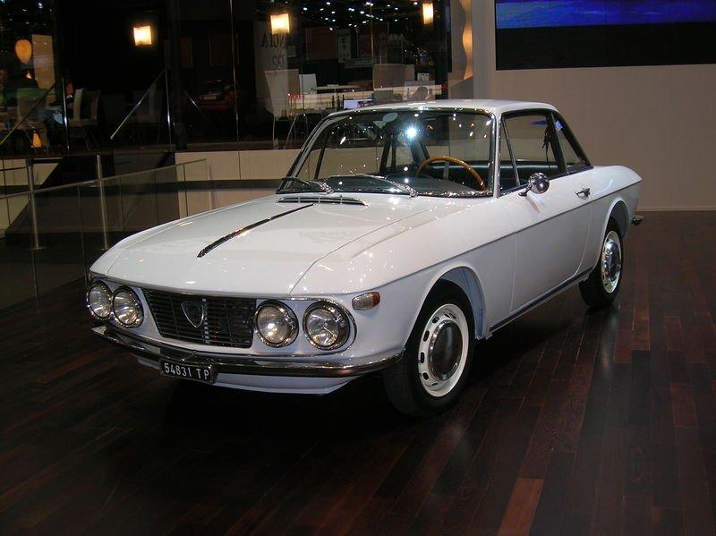 781589834_800px-2006_SAG_-_Lancia_Fulvia_Coup_I_1967-01.jpg.bd51216a1d24319139b2093bd3e39eb3.jpg