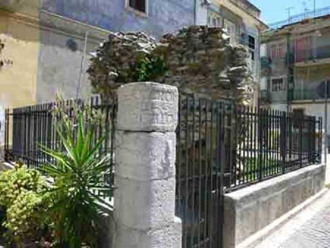 tomba del console romano marco claudio marcello.jpg