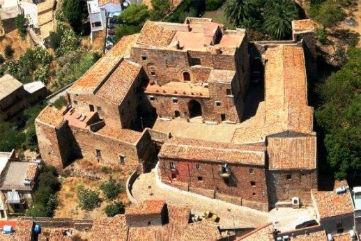 410 castello di-Caronia.jpg
