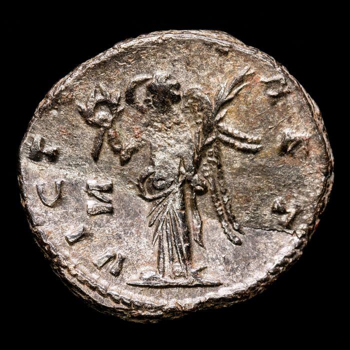 Gallienus_Victoria AET from lot of 8 coins_B.jpg