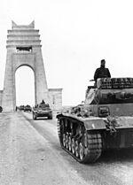 150px-Bundesarchiv_Bild_101I-782-0009-01A_Nordafrika_Panzer_III.jpg