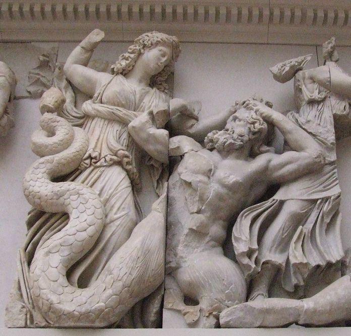 800px-Pergamonmuseum_-_Antikensammlung_-_Pergamonaltar_22_detail.jpg