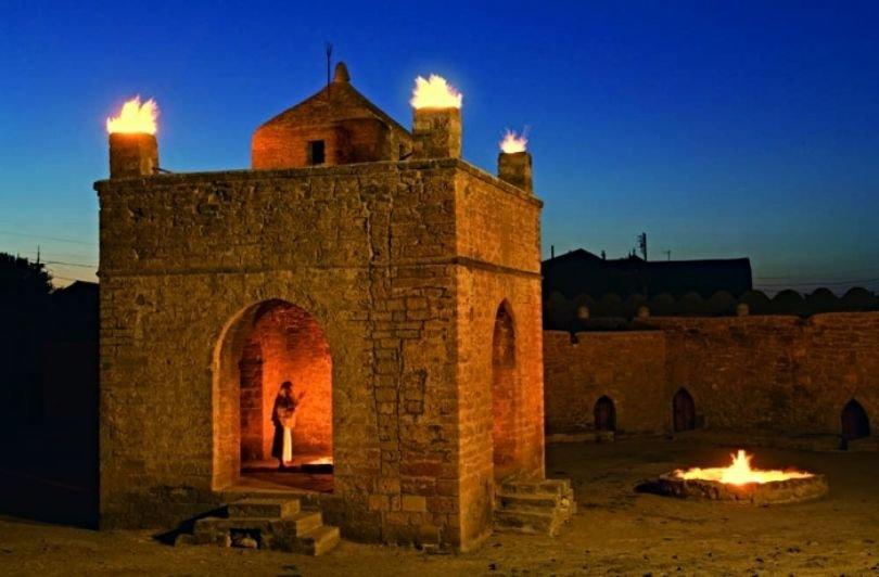 Fire-temple-Ateshgah-Atashgyah-Baku-Azerbaijan-700x460-1.jpg